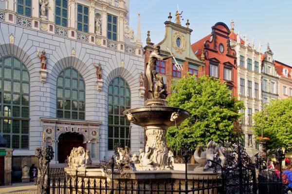 поступить в Польшу, высшее образование в Польше, учеба в Польше, обучение в Польше, образовательный центр AMBASADOR, Двор Артуса