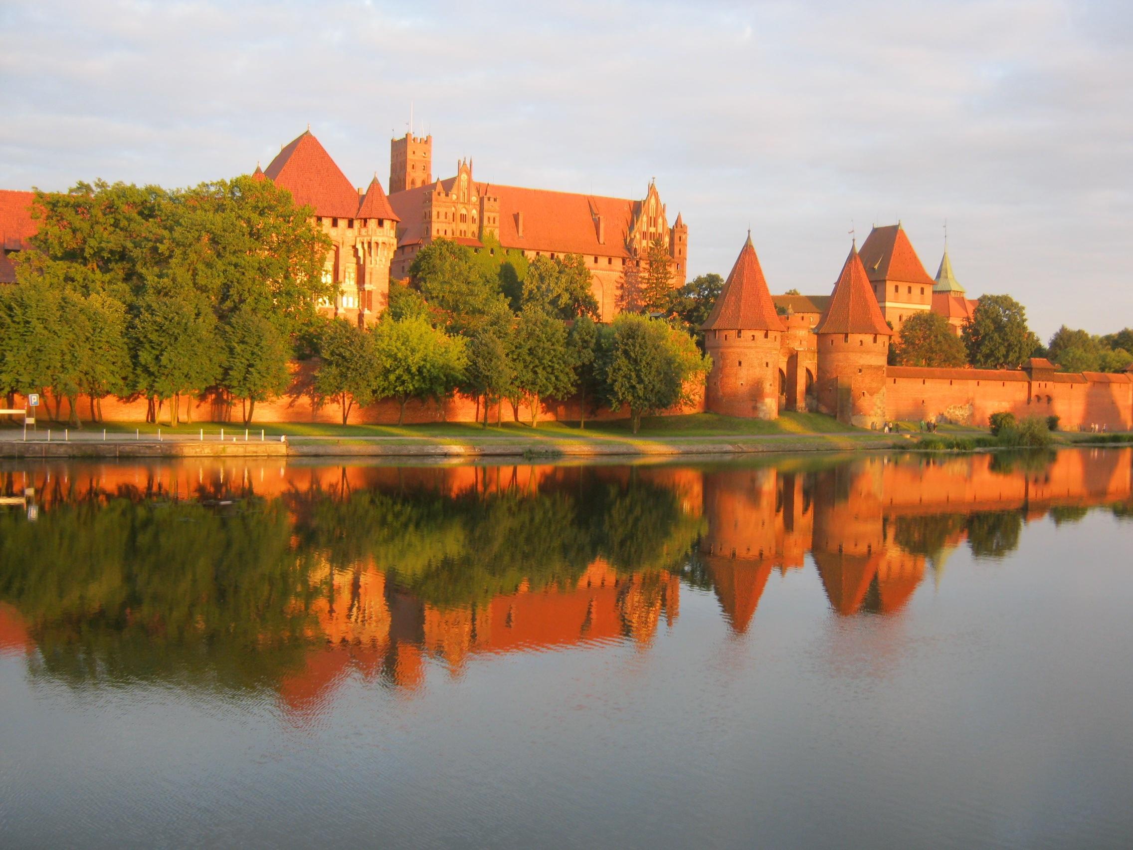 поступить в Польшу, высшее образование в Польше, учеба в Польше, обучение в Польше, образовательный центр AMBASADOR, Мариенбург