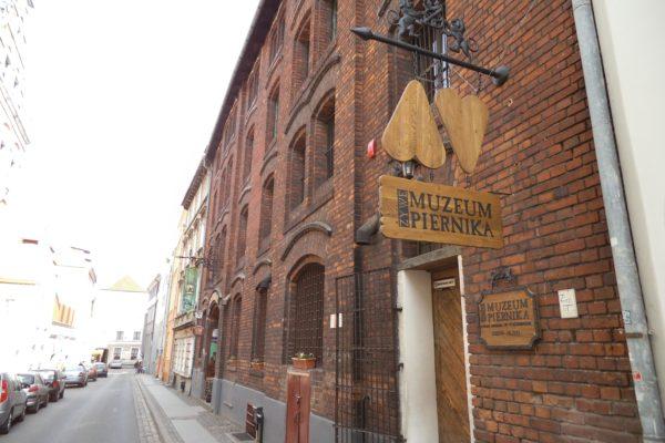 Торунь, поступить в Польшу, высшее образование в Польше, учеба в Польше, обучение в Польше, образовательный центр AMBASADOR